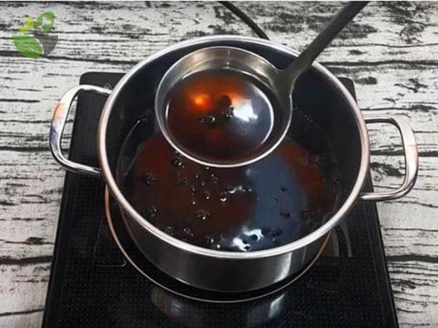 Nấu trà đậu đen xanh lòng