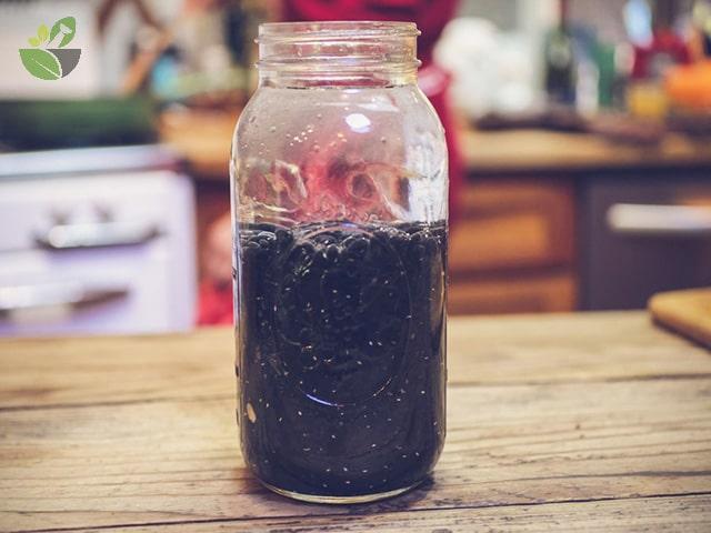 Nước đậu đen đóng chai đậy kín nắp